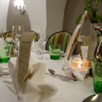 Feiern: festlich gedeckter Tisch